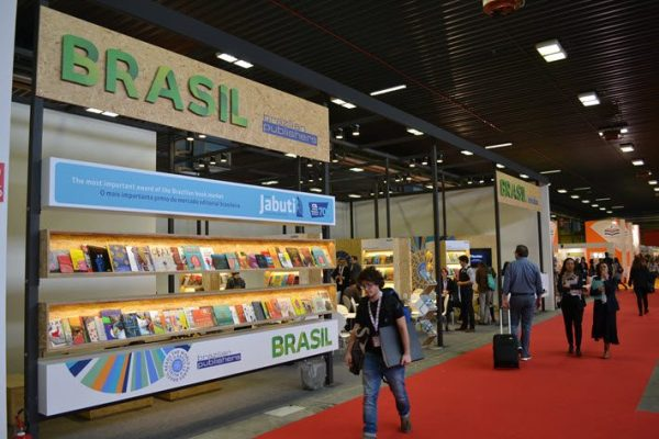 710-Brazils-stand-at-Bologna-2016-ftw-710x473