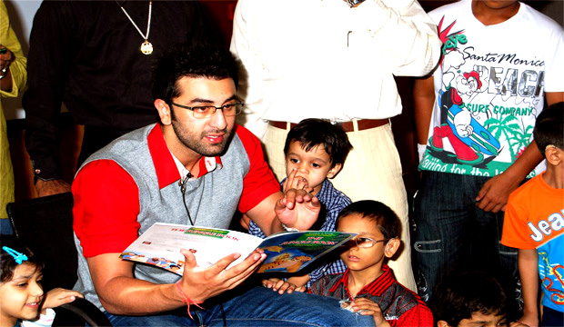 ranbir-kapoor-storytelling-to-kids
